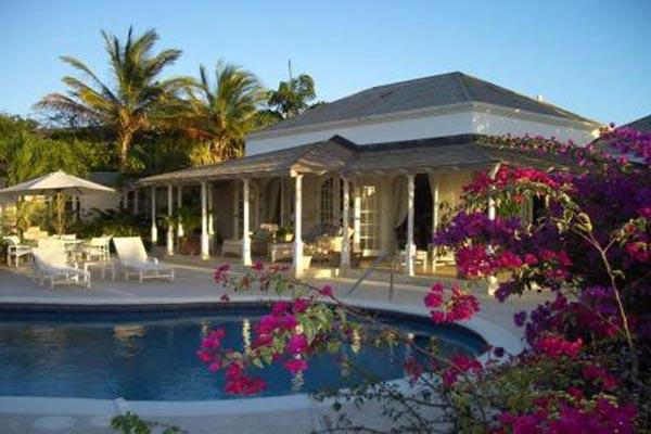Overlooking the 16th fairway of the Royal Westmoreland Golf Course, this villa is perfect for the golf enthusiast. RL IXO - Image 1 - Barbados - rentals