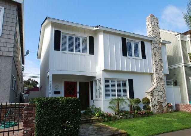 Beautiful family home featuring fireplace, private patio, and deck (68256) - Image 1 - Newport Beach - rentals