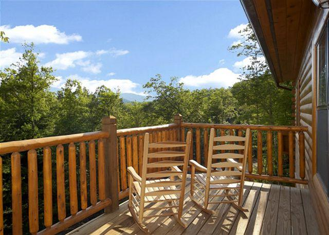 5 Bedroom Gatlinbug Cabin with Home Theater Room - 9 Foot Theater Screen - Image 1 - Gatlinburg - rentals