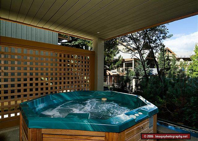 99 Glaciers Reach this 2br home has a hot tub & pool in Whistler Village - Image 1 - Whistler - rentals