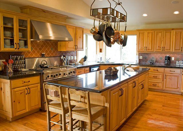 Kitchen - Executive Sunriver Home with Game Room and 3 Master Suites On the Golf Course - Sunriver - rentals