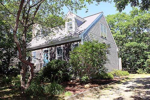 1380 - NATURALLY LIGHTED CAPE LOCATED ON A QUITE CUL-DE-SAC - Image 1 - Edgartown - rentals