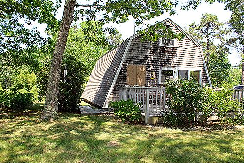 1424 - NESTLED IN THE PINES MINUTES FROM THE SALT SPRAY OF THE OCEAN - Image 1 - Edgartown - rentals