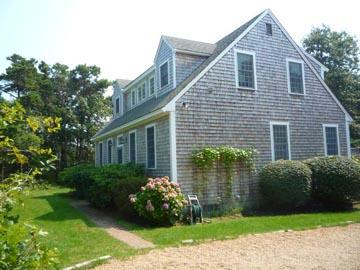 534 - ATTRACTIVELY DECORATED VINEYARD HOME SPORTING A SUNNY DECK WITH SOUTHERN EXPOSURE - Image 1 - Edgartown - rentals