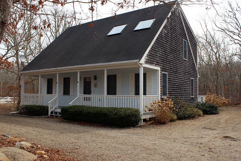 679 - DELIGHTFUL, LIGHT, AIRY EDGARTOWN HOME - Image 1 - Edgartown - rentals
