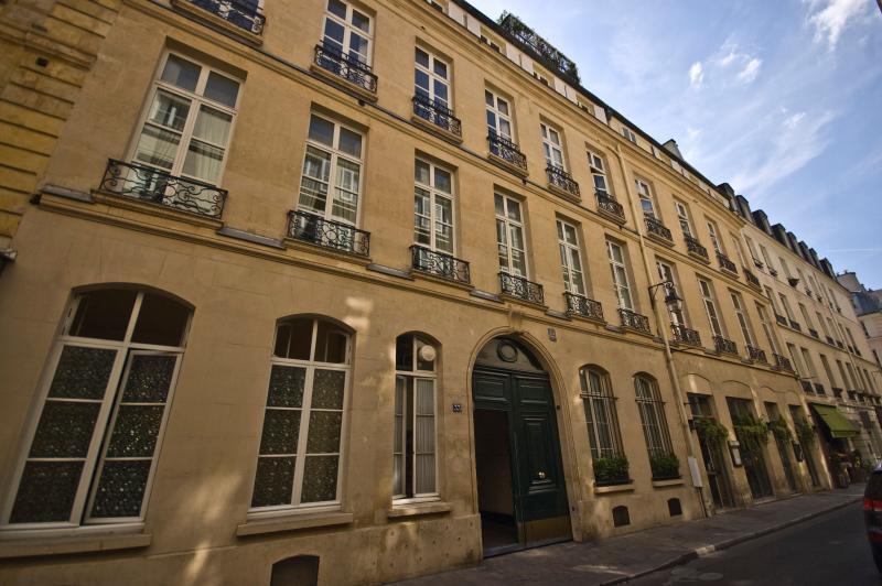 Paris Apartment Left Bank, Elegant and Quiet - Rue de Verneuil - Image 1 - Paris - rentals