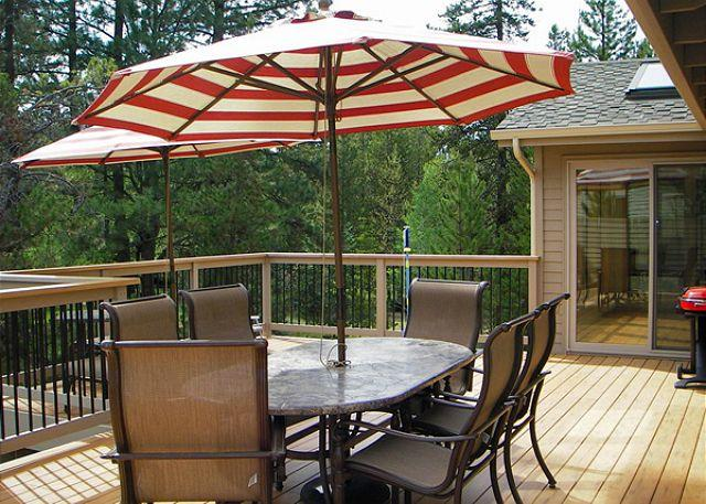Deck - Mt Bachelor Specials Sunriver Home with Hot Tub and Wifi Near River Access - Sunriver - rentals