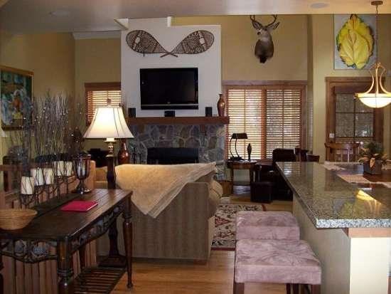 Inviting Home with personalized furnishings and artwork - Goldenbar 31 Two Bedroom, Three Bath Townhome. Upscale Furnishings. Sleeps 6. - Tamarack Resort - rentals