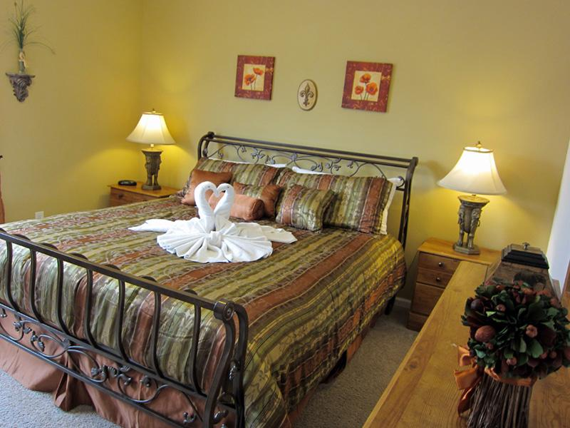 King room - romantic, spacious! - Avalon   somewhere special to stay, close to WDW - Kissimmee - rentals