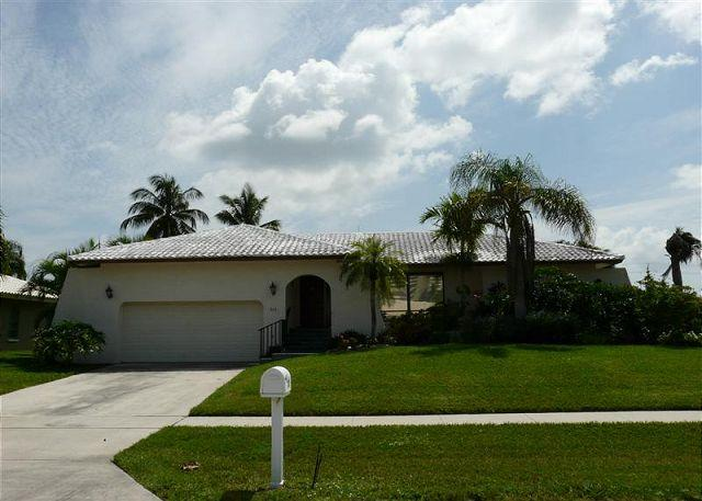 201 Beachcomber - Beach lover's delight. Short walk to Resident's Beach, close to town - Marco Island - rentals