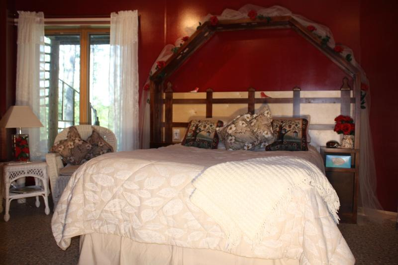 The Secret Garden Room / queen/ $140. - MY LAKE HOME BED N BREAKFAST AND TREE HOUSE SPA - Squaw Lake - rentals