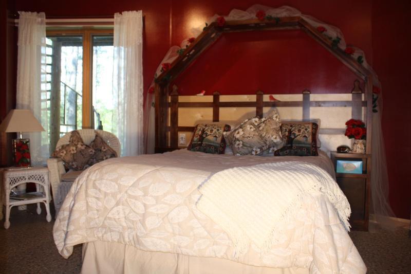The Secret Garden Room / queen/ $140. - LAKESIDE BED N BREAKFAST - Squaw Lake - rentals