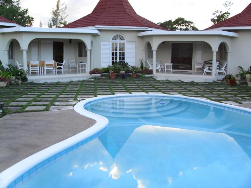Villa with private pool in Runaway Bay - Whistling Villa-Most Affordable Villa In Runaway Bay - Runaway Bay - rentals