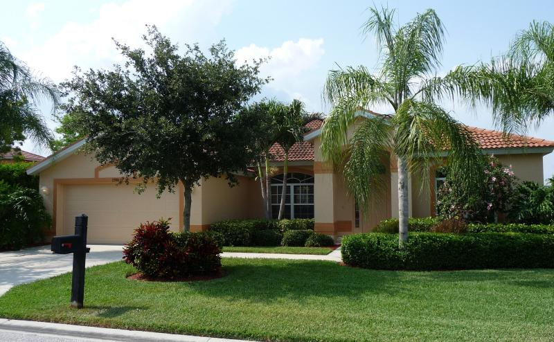 Colonial Pointe Villa, 15 minutes from Fort Myers Beach and Sanibel - Colonial Pointe Villa in sunny Fort Myers - Fort Myers - rentals