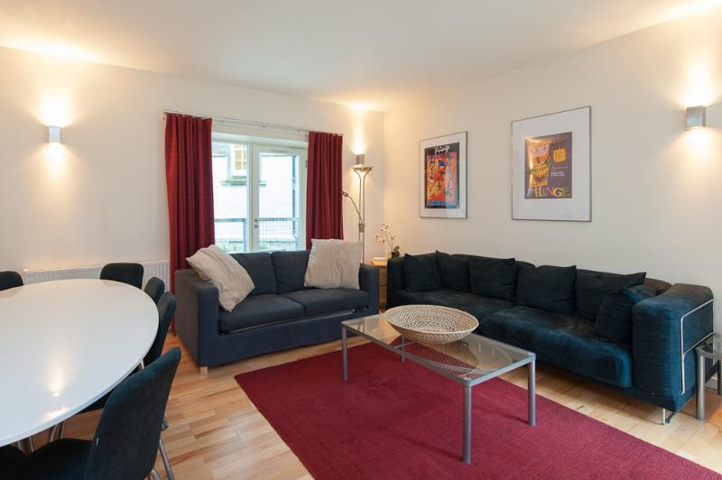 Edmonstone Suite, Old Town, 250 metres to Edinbu - Image 1 - Edinburgh - rentals