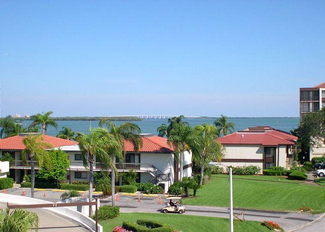 Palma Del Mar 405 Beautifully updated- bay view, cable, full kitchen, balcony - Image 1 - Saint Petersburg - rentals