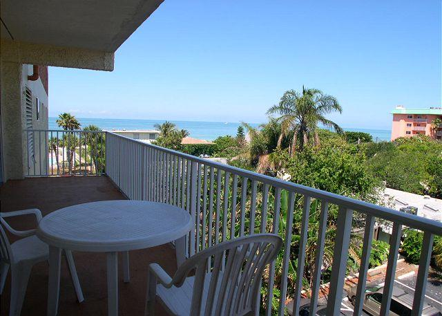 Gulf View Balcony - San Remo 303 - Large 2 bedroom with Gulf View Balcony & Gulf Front Pool - Redington Shores - rentals