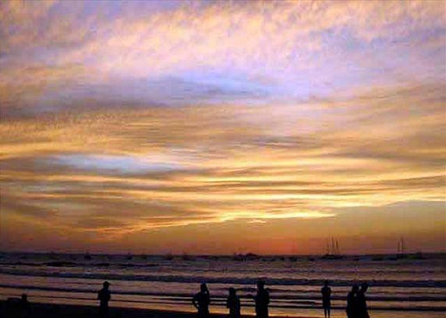 Tamarindo beach sunset - Stunning condo- near beach and town, oceanview, kitchen, tv, cable, jacuzzi - Tamarindo - rentals