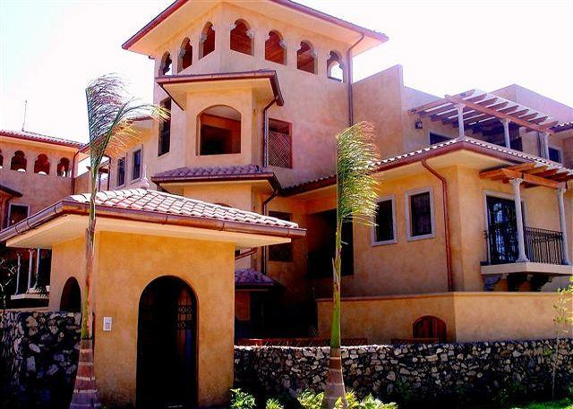 Exquisite pool level condo - Great location! - Image 1 - Guanacaste - rentals