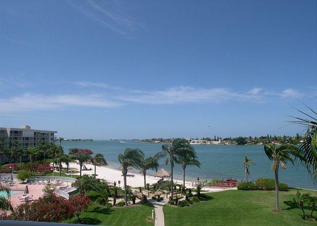 Isla Del Sol - Bahia Vista 10-425 Corner Condo with Fabulous Views! - Image 1 - Saint Petersburg - rentals