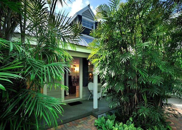 """BERMUDA SUITE"" - 2-Story Home w/ Shared Pool 1/2 Block To Duval St! - Image 1 - Key West - rentals"