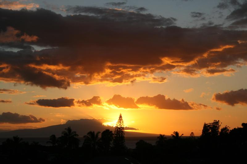 Amazing Sunsets...No extra charge! - GC-166, Ocean Views, Beach Gear, Remodeled, Clean - Wailea - rentals