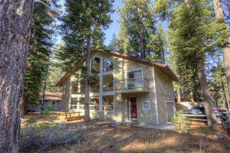 Wonderful family home across from sledding hills - CYH1092 - Image 1 - South Lake Tahoe - rentals
