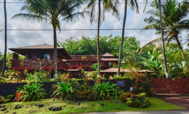 The Bali Cottage at Kehena Beach - Romantic Oceanfront Bali Cottage, Spa steps to Kehena Beach - Pahoa - rentals
