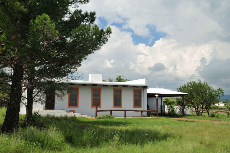 Summertime green grass - Hopes Ranch Guest House - Fort Davis - rentals