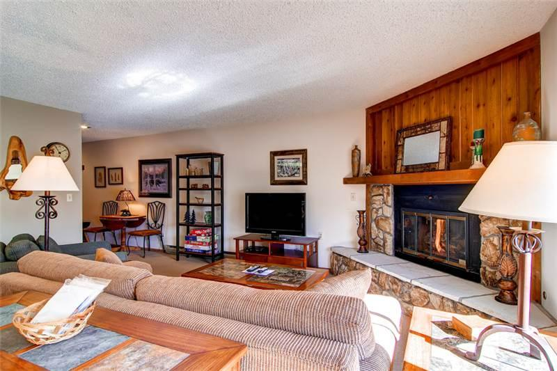2 BR/ 2 BA single level walk up for 6, beautiful view from private patio, W/D in unit - Image 1 - Silverthorne - rentals