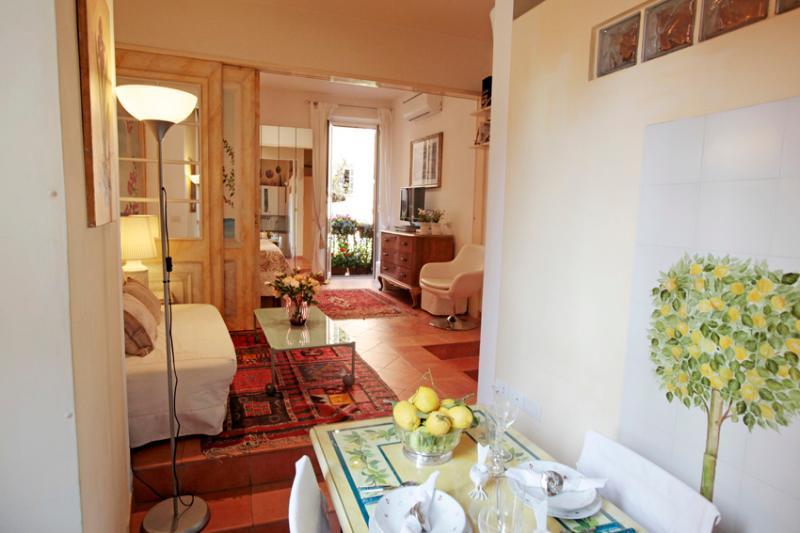 CENTER COLISSEUM/ROMAN FORUM ROMANTIC HONEY MOON - Image 1 - Rome - rentals