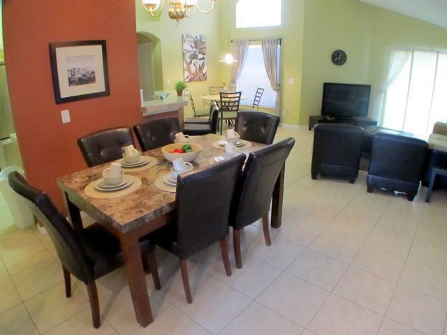 Create a memorable dinner with your family - Resort villa with private pool and games room - Kissimmee - rentals