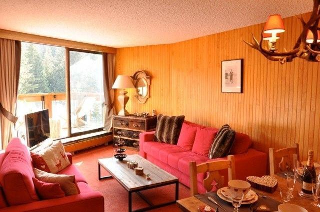 The living room with Bang & Olufsen TV is decorated in warm colors. It has a south-facing balcony. - 1850 Luxury ski-in ski-out apartment. Next to lift - Courchevel - rentals