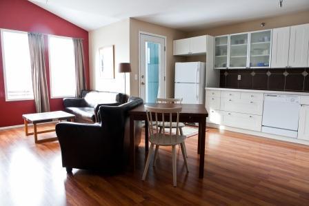 RockiesRentals.ca: Great Value/Location (1bd+den) - Image 1 - Canmore - rentals