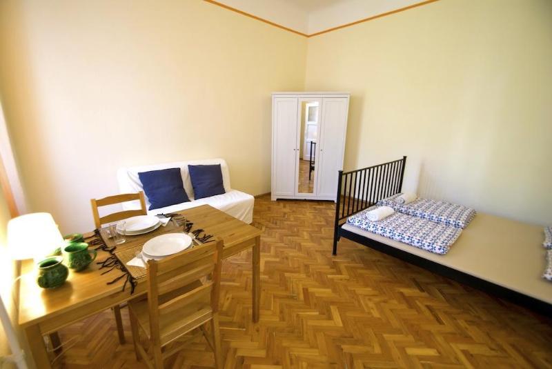 Budapesting's Astoria Garden View Apartm. 1Be/1Ba - Image 1 - Budapest - rentals
