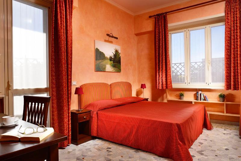 Rome Studio Domus Caracalla bed/livingroom - Panoramic attic center of Rome near the Colosseum - Rome - rentals