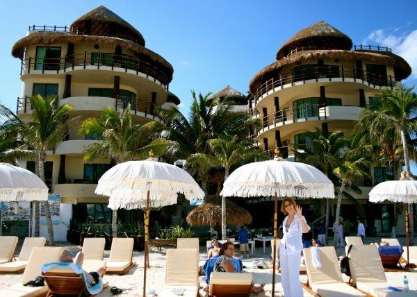 El  Taj Ocean and Indigo Beach Club.JPG - El Taj Ocean Condo Hotel, 1BR on beach - Playa del Carmen - rentals