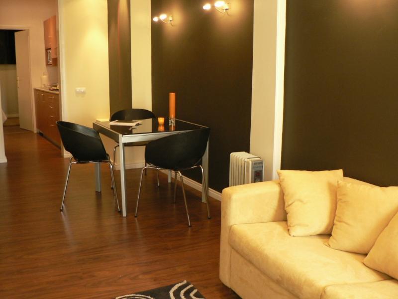 Apartment in Lisbon 108 - Príncipe Real / B. Alto - Image 1 - Lisbon - rentals