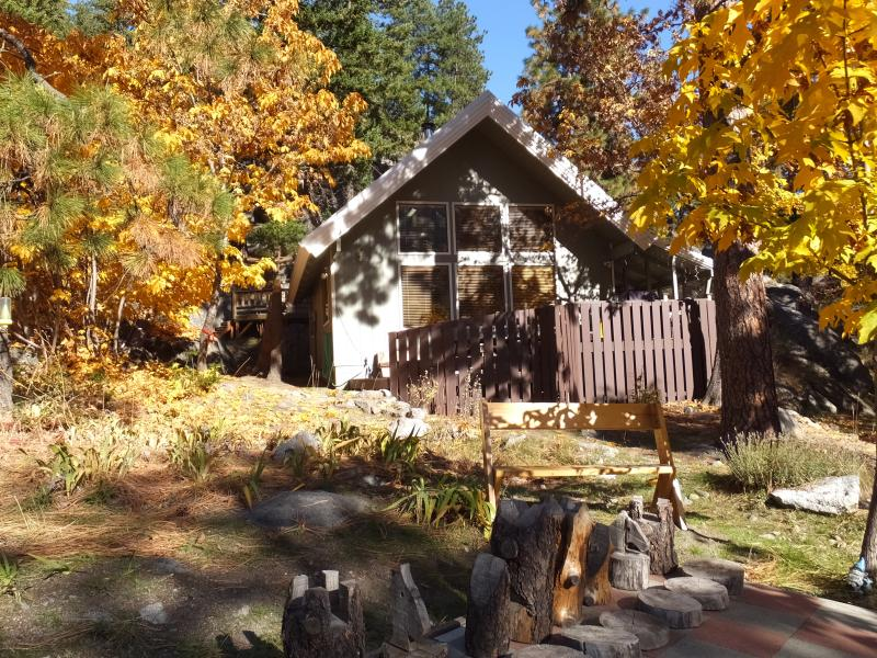 Chalet - Hike or Climb the Famous Enchanments or enjoy the Icicle River - just out the door - Icicle Chalet: Mtn Views, Hot Tub, Fire & Privacy - Leavenworth - rentals