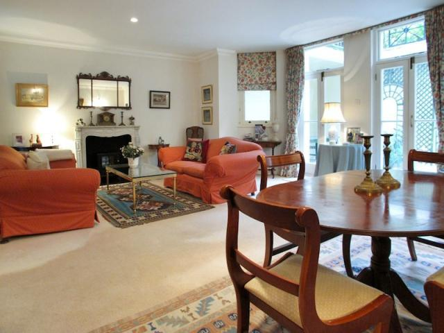 South Kensington 2 bedroom 2.5 bath Garden  (847) - Image 1 - London - rentals