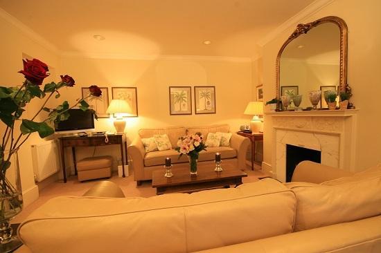 Living%20area - South Kensington/Knightsbridge NON-SMOKING  2 bedrooms  (1258) - London - rentals
