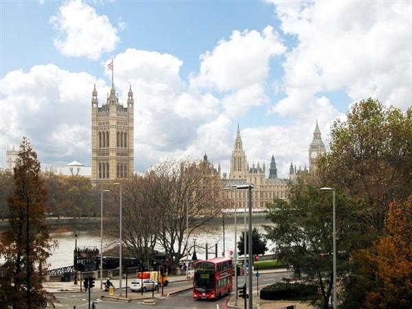 %20Living%20Room%20View - Westminster Views - 3 bedroom 2 bath Air Conditioning (2049) - London - rentals