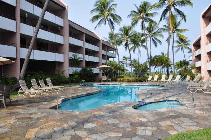 Condo Pool and hot tub, newly refurbished and new beautiful quartzite stone deck. - White Sands Village Across from Beach, free WiFi - Kailua-Kona - rentals