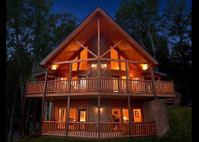 Luxury 4 Bedroom Gatlinburg Cabin with Private Home Theater Room - Image 1 - Gatlinburg - rentals
