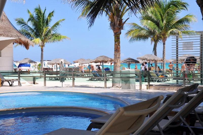 """Mamitas Beach Club less than one block from this condo - Spacious 2 Bed 2 Bath Near Mamitas Beach """"MV202"""" - Playa del Carmen - rentals"""