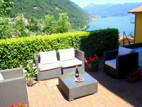 Lake view alfresco  dining in your private garden - Luxury lake view garden apartment - Lake Como - rentals