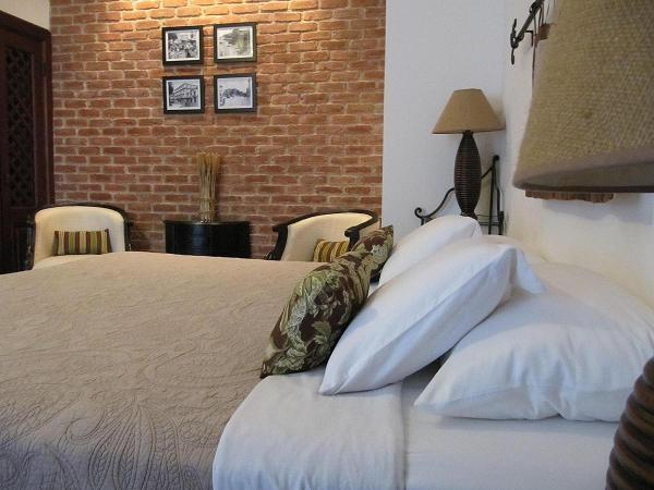 Charming brick wall & lavish king size bed - Boutique studio in the UNESCO World Heritage Site - Panama City - rentals