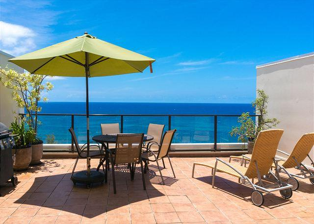 Private lanai with barbecue and dining area - PuuPoa 309: oceanfront luxury, with Bali Hai views, huge lanais, pool - Princeville - rentals