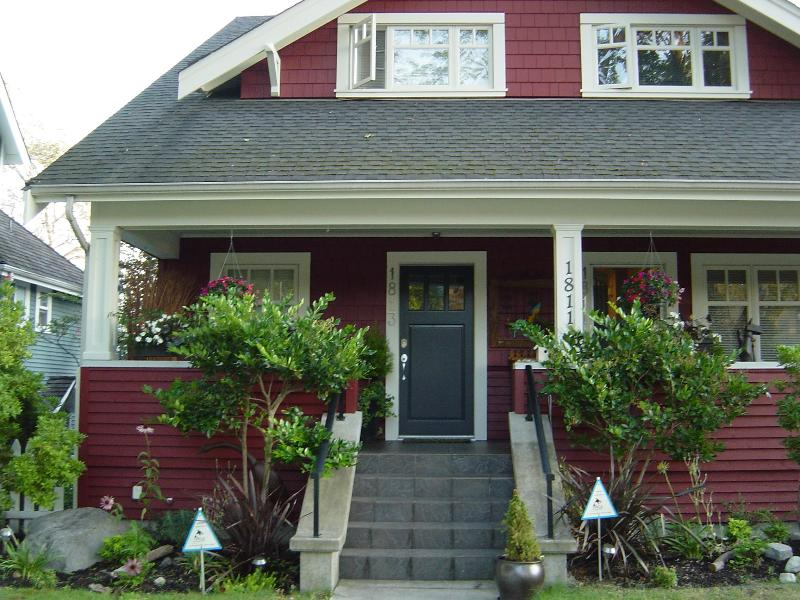 Front of house - Stunning Kitsilano Townhse Near Beach. Sleeps 5. - Vancouver - rentals