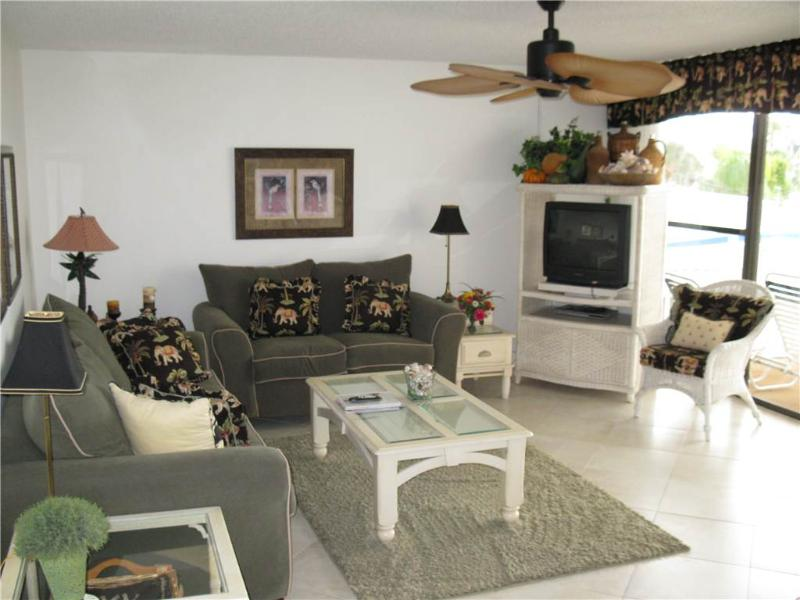 Stylish 2BR on Gulf side with kitchen, TV/DVD #207GS - Image 1 - Sarasota - rentals
